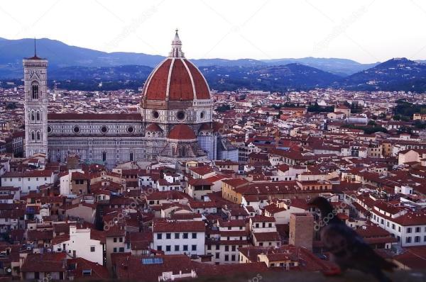 Вид на Кафедральный собор Флоренции с Арнольской башни ...