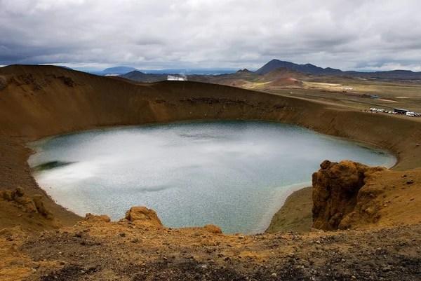 Исландия - кратер Вити вулкана Крафла на озере Миватн ...