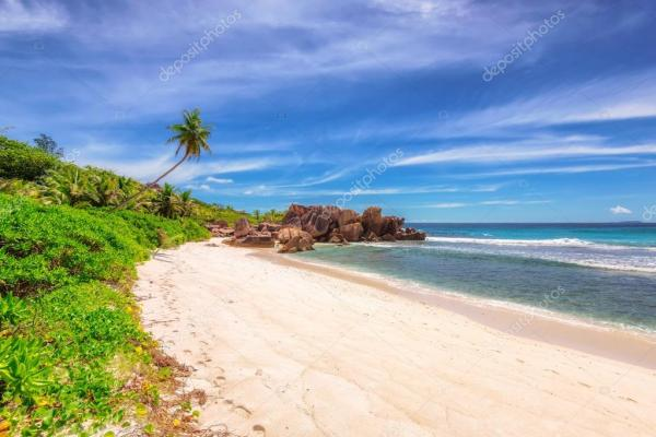 Пляж Анс-Коко на острове Ла-Дигу на Сейшелах — Стоковое ...