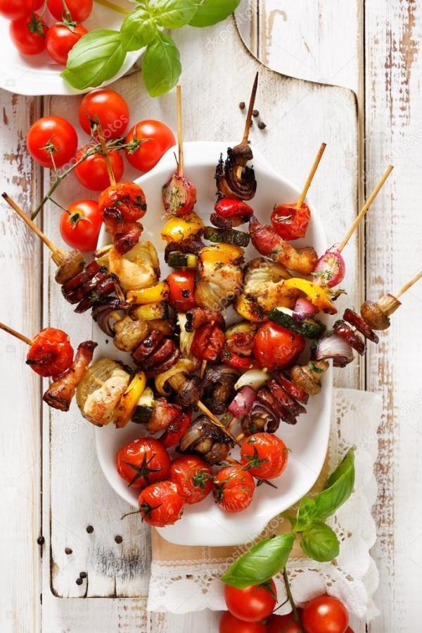 Шашлыки на гриле из овощей и мяса в маринаде из трав на ...