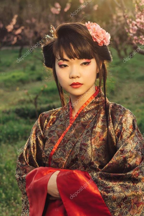 Портрет красивая женщина Азии в кимоно — Стоковое фото ...