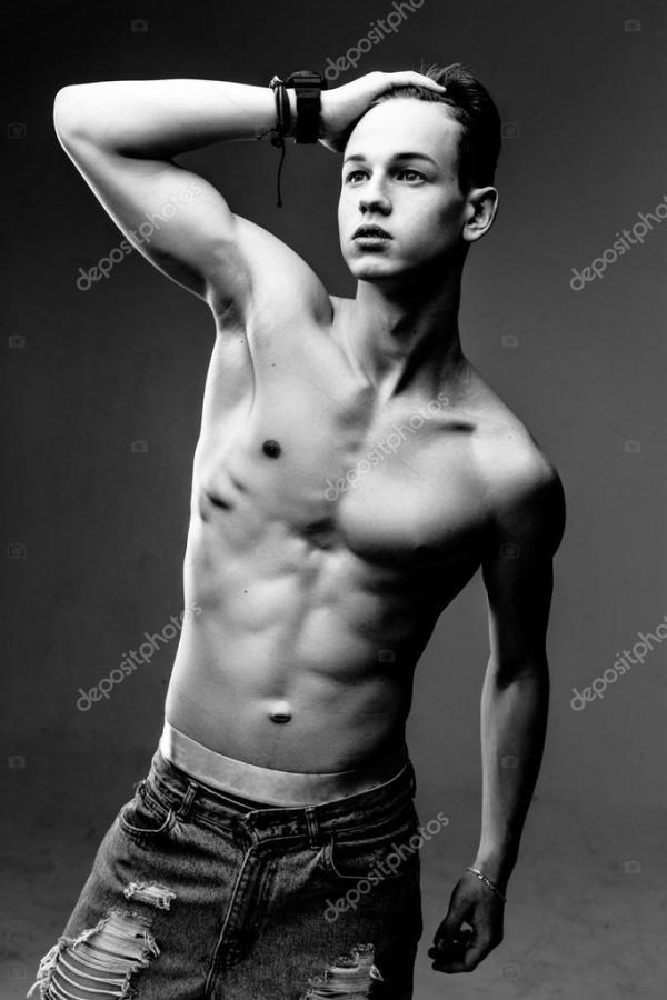 Красивый мужчина с голым торсом — Стоковое фото ...