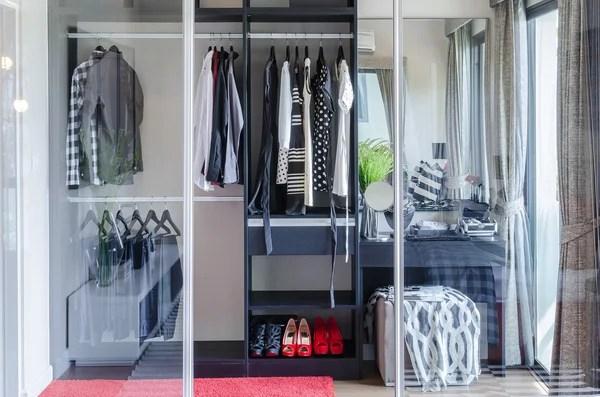 3 805 walk in closet stock photos