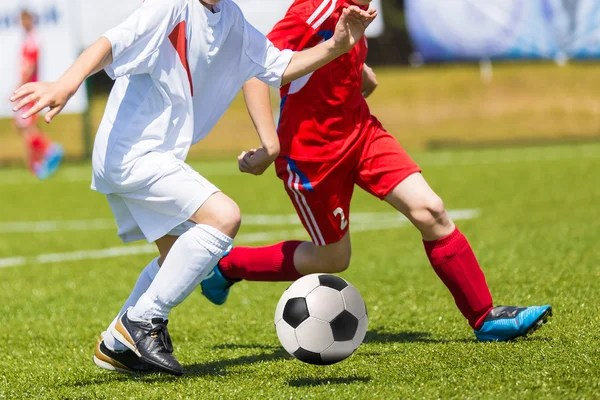 Футбольный матч для детей. Мальчики игры футбол — Стоковое ...