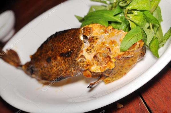 Гриль boxfish на блюдо в ресторане — Стоковое фото ...