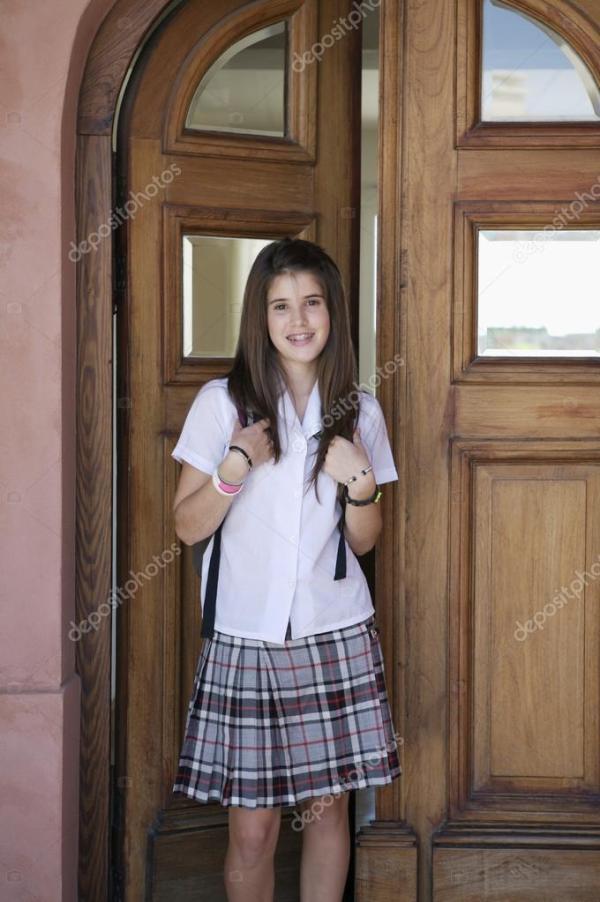 Подростковая студент, ходить в школу — Стоковое фото ...