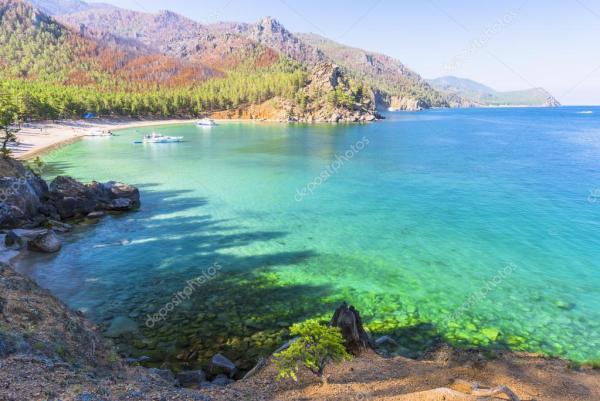 Лазурные воды озера Байкал — Стоковое фото © ivanov ...