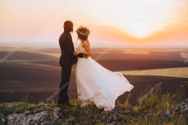 Свадебная пара вечером — Стоковое фото © Photo_life #106292796