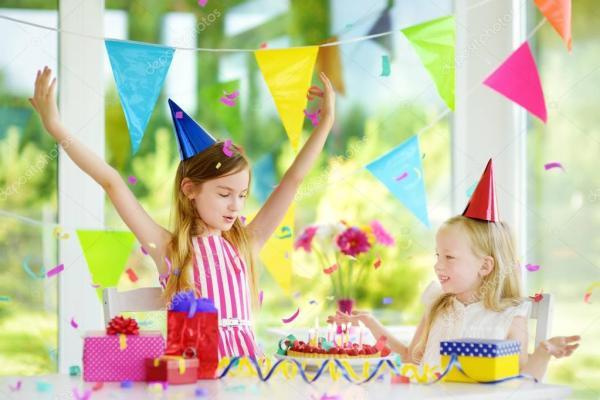 Блеск Девушка Рождения Дома Выдува Свечи День Рождения ...