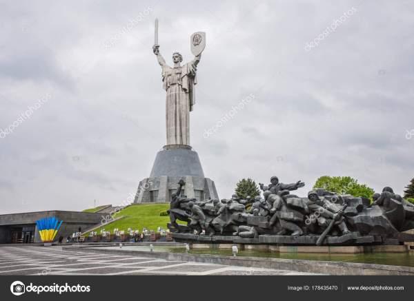 Монументальная статуя Родина мать – Стоковое редакционное ...