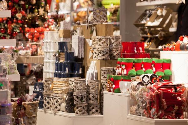 Новогоднее украшение дома в магазине – Стоковое ...