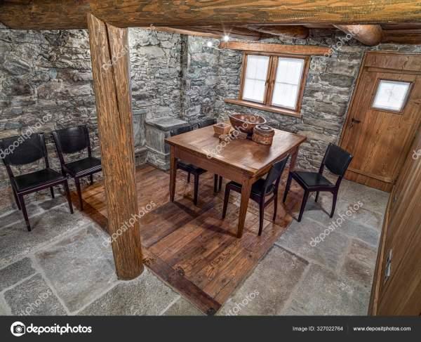 Внутрішній Двір Сільської Їдальні Старим Столом Сучасними ...