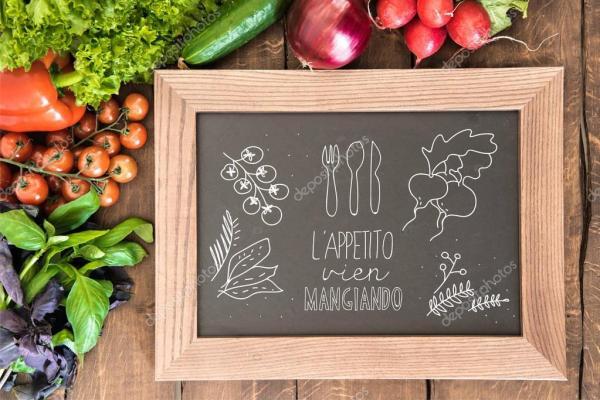 Классная доска с группой свежих овощей — Стоковое фото ...