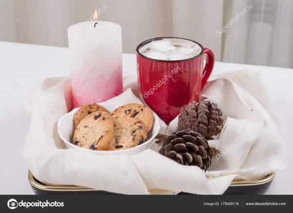 Рождественские традиционные горячие напитки какао с ...
