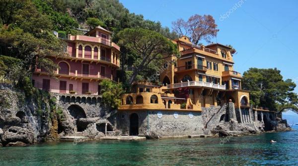 Красивые виллы на побережье Портофино с очистить зеленые ...