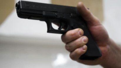Image result for arma na mão