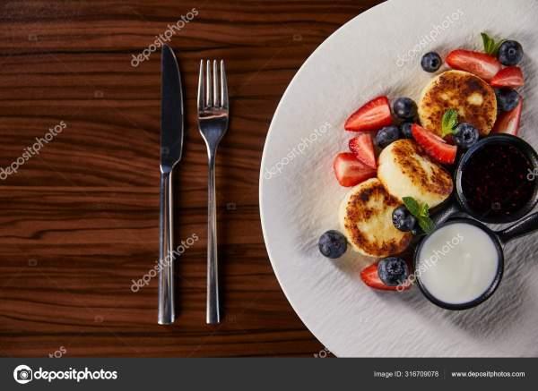 Вид Сверху Традиционное Украинское Блюдо Сырники Клубникой ...
