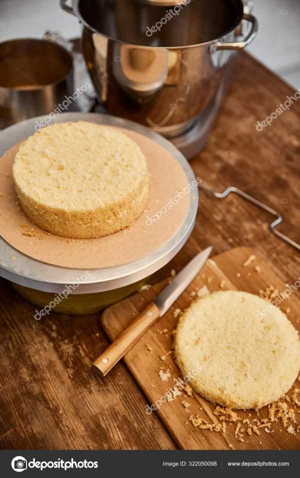 Стіл Начинкою Приготування Їжі Торт Губки Кухні — Стокове ...