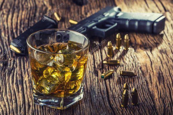 Фото: пистолет у виска. Пистолет и алкоголя. 9-мм пистолет ...