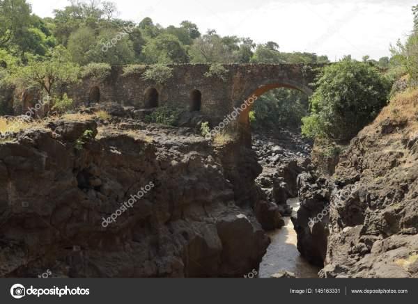 Старейший каменный мост Эфиопии через Голубой Нил ...