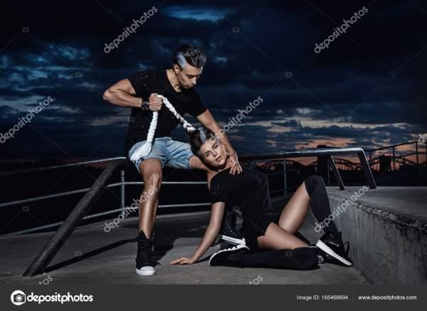Стильная пара в скейт-парке — Стоковое фото © AY_PHOTO ...