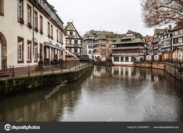 Водный канал Страсбурга, Эльзас, Франция . – Стоковое ...