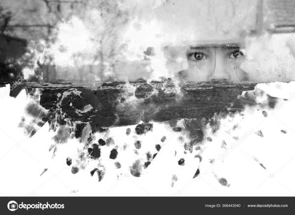 Ребенок Страхом Смотрит Окно — Стоковое фото ...