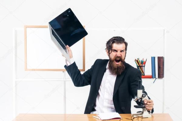 Злой бизнесмен с ноутбуком — Стоковое фото © Tverdohlib ...