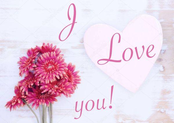 красные герберы и деревянные сердце слова, я люблю тебя ...