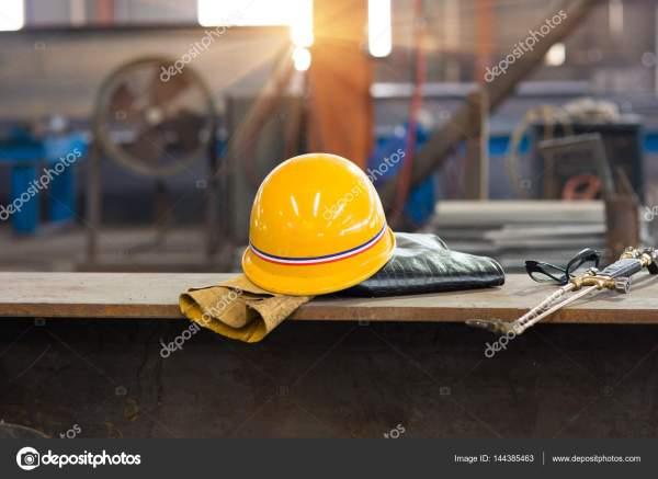 Желтая Каска Старые Кожаные Перчатки — Стоковое фото ...