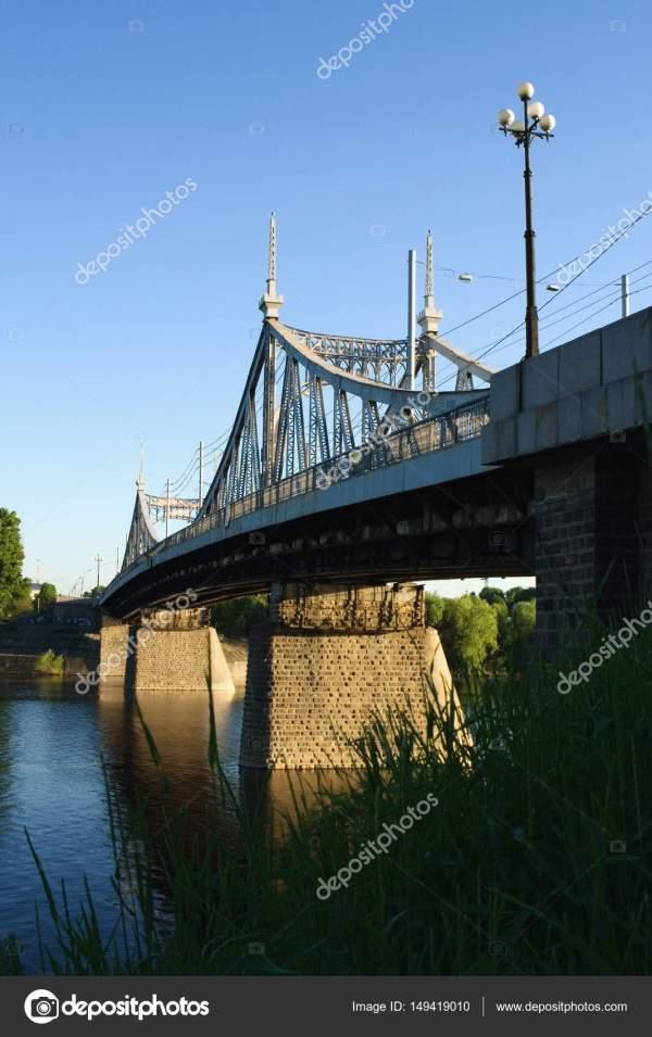 Красивый мост через Волгу в г. Тверь . — Стоковое фото ...