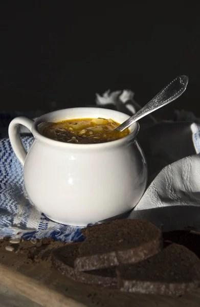 на столе хлеб синий салфетку с орнаментом шаблон и суп ...