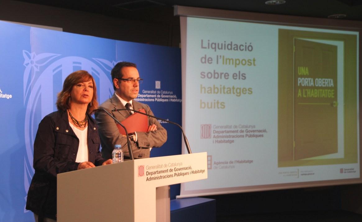 La consellera Meritxell Borràs y el secretario de Vivienda y Mejora Urbana, Carles Sala. / Departament de Governació, Administracions Públiques i Habitatge