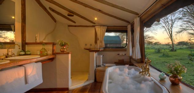 Un baño con vistas