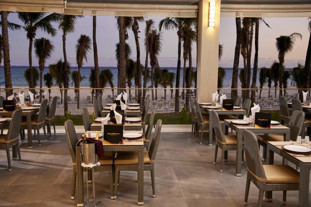 Restaurante con vistas al mar / RIU