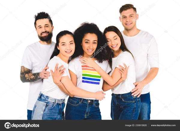 Многонациональное Группа Молодых Людей Улыбаться ...