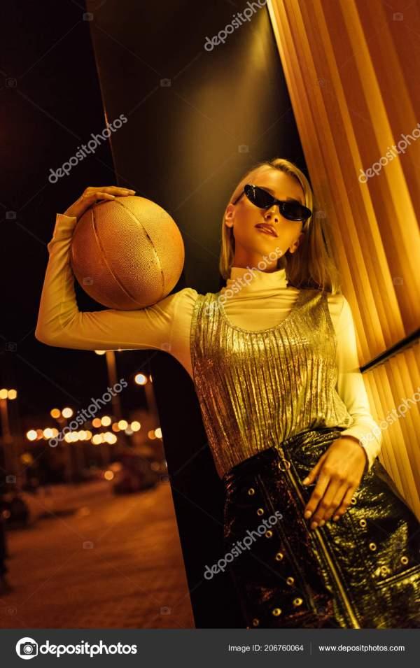 Вид Снизу Привлекательные Женщины Солнцезащитные Очки ...