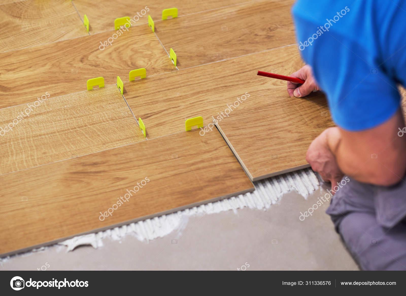 https depositphotos com 311336576 stock photo close up of handyman placing html