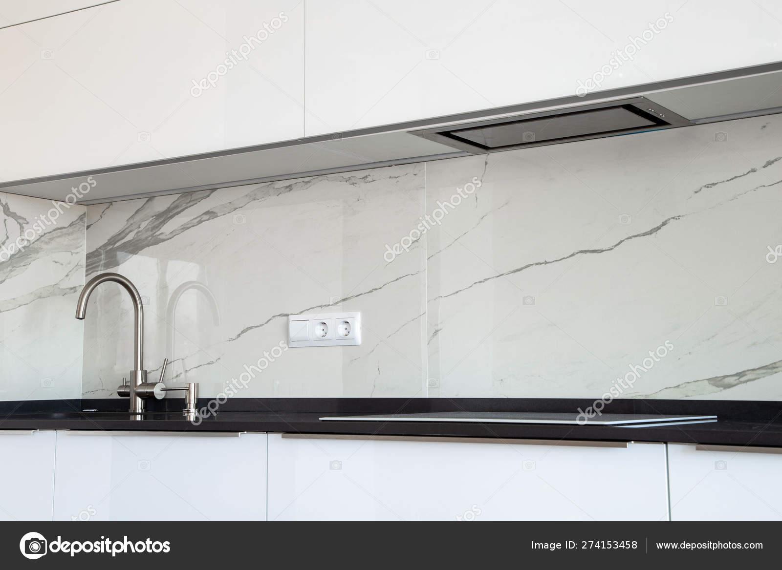 https depositphotos com 274153458 stock photo white glossy kitchen black quartz html