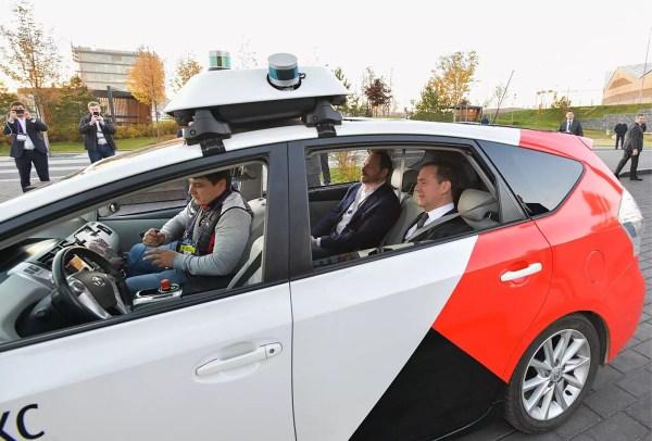 Yandex запустил беспилотное такси. Первый пассажир ...