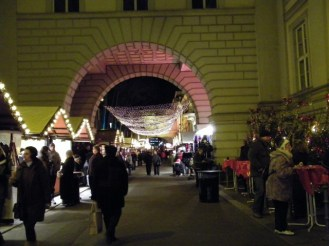Weihnachtsmarkt am Opernpalais