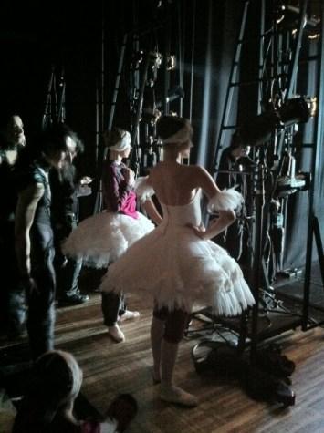 Hinter der Bühne.