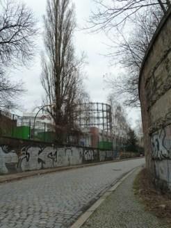 Der Gasometer Berlin von Weitem.