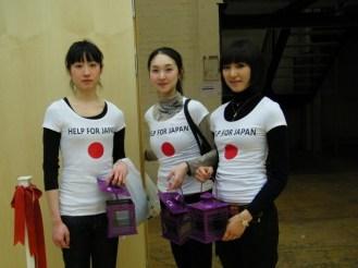 Spendensammeln für die Erdbebenopfer in Japan.