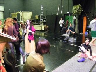 Das Ensemble hinter der Bühne...