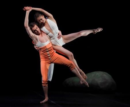 Die Hose an Michael Banzhaf, hier mit Shoko Nakamura.