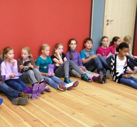 Schülerinnen im Foyer de la Danse.