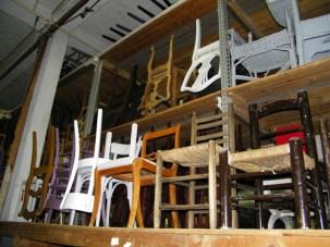 Kunterbunte Stühle.