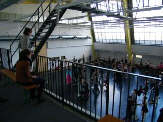 Blick von der Galerie in den Saal.