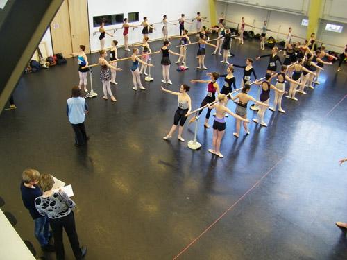 Vorne links: Vladimir Malkahov & Ballettmeisterin Barbara Schroeder.